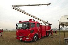 Pojazdy z wieżami wodnymi z głównych straży pożarnych są integralną częścią operacji awaryjnego chłodzenia.