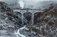 Talyllyn poseerde op het Dolgoch-viaduct rond 1867