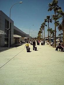 Buiten de luchthaven van Tenerife Zuid