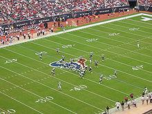 Een NFL wedstrijd tussen de Tennessee Titans (in het blauw) en de Houston Texans (in het wit)