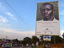 Un manifesto della campagna contro la violenza domestica in Uganda. Il cartello dice: Picchiare mia moglie ha distrutto il mio matrimonio, non fare quello che ho fatto io.
