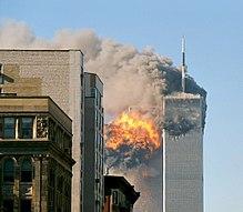Der United Airlines-Flug 175 schlägt am 11. September 2001 im Südturm des ursprünglichen World Trade Center ein.
