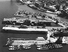 USS Enterprise (CV-6) bij de New York Naval Shipyard op 22 juni 1958
