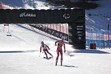 Lyžařka, která neumí lyžovat ze Slovenska, s člověkem, který jí při lyžování říká, kam má jet