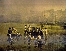 Waterratten door Francis Sutcliffe, gekleurde foto, rond 1890