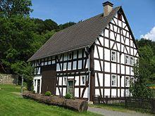 Een vakwerkboerderij in Duitsland