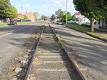 Vieux rails de tramway dans la rue Dutton