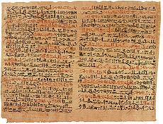 Der Edwin-Smith-Papyrus ist das älteste erhaltene chirurgische Dokument der Welt. Es wurde im alten Ägypten um 1600 v. Chr. in hieratischer Schrift geschrieben. Der Text beschreibt 48 Arten von medizinischen Problemen in exquisiter Ausführlichkeit. Diese Seiten behandeln Gesichtsverletzungen