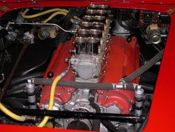 """Colombo Type 125 """"Testa Rossa"""" motor in een Ferrari 250TR Spyder uit 1961"""