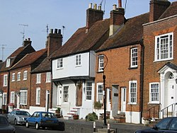 Bakstenen en betegelde rijtjeshuizen in Engeland
