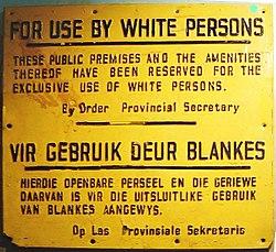Teken uit Zuid-Afrika tijdens de apartheid. Dit teken betekende dat alleen blanken in dit specifieke gebied werden toegelaten.