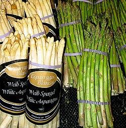 Weißer und grüner Spargel - Stangen sind die essbaren Teile dieses Gemüses