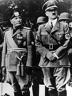 Benito Mussolini (links) en Adolf Hitler (rechts), twee fascistische leiders.