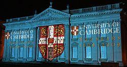 Een lichtshow op het Senaatshuis in Cambridge
