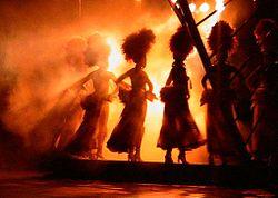 Showgirls op het podium in de Tropicana, Havana.