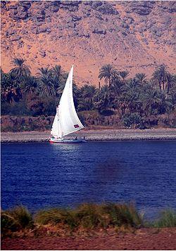 A dhow przekraczający Nil w pobliżu Asuanu