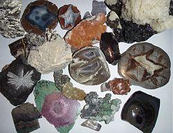 Een assortiment mineralen.