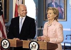 Der britische Außenminister William Hague und die US-Außenministerin Hillary Clinton, Mai 2010