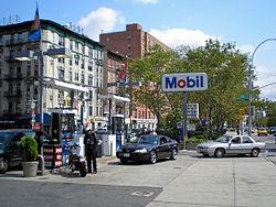 Een Mobil benzinestation.