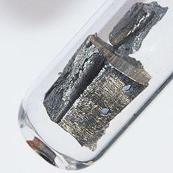 Wat neodymium in een glazen buis