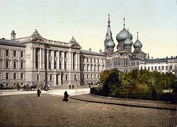 Gerechtsgebouw van Odessa en kerk van het klooster van St. Panteleimon (kerk ingewijd in 1895; gebruikt als planetarium in 1961-1991).