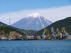 Spettacolare e bellissimo vulcano Koryaksky sulla penisola di Kamchatka, Russia orientale