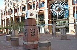 Das Rathaus von Phoenix mit dem Logo der Stadt, dem Phönix-Vogel.