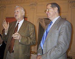 Vasily Smyslov (links), met Yuri Averbach in 2002