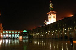 De Umayyad Moskee in het centrum van Damascus bij nacht