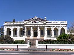 Yass Court House, entworfen vom Kolonialarchitekten James Barnet. Das Gebäude wurde 1880 eröffnet.