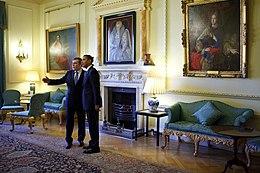 Oud-premier Gordon Brown en de Amerikaanse president Barack Obama in een van de zalen.