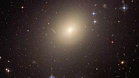 ESO 325-G004 is een elliptisch melkwegstelsel.