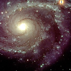 NGC 2997, een spiraalvormig sterrenstelsel in het sterrenbeeld Antila, produceert nieuwe sterren met een snelheid van 1 of 2 sterren per jaar.