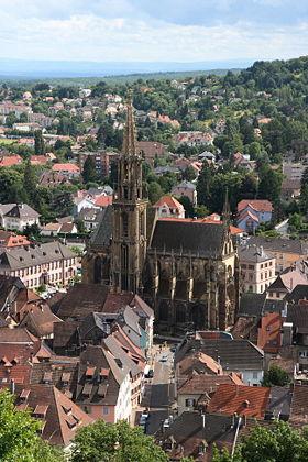 Collégiale Saint-Thiébaut van Thann van het kasteel van Engelbourg.