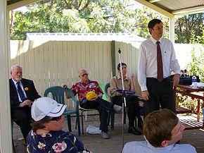 Vier van de kandidaten voor de afdeling van Chifley bij de verkiezingen van 2007. Het zijn (zittend achteraan) Roger Price (ALP), Dave Vincent (CDP), James Cogan (socialist) en (staand) John Forrester (Groenen)