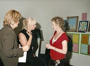 Aeronwy Thomas ontmoet Lidia Chiarelli (midden), medeoprichtster van IMMAGINE&POESIA, Turijn, Italië 2006