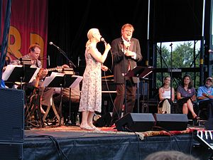 A Prairie Home Companion's 2005 Rhubarb Tour: Prudence Johnson en Garrison Keillor, live op het podium in Shelburne, Vermont