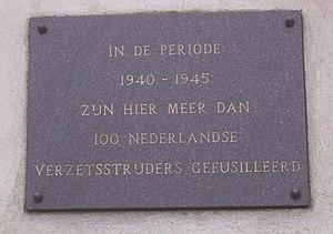 Plaquette ter ere van de Nederlandse verzetsmensen die door de Duitsers in het concentratiekamp Sachsenhausen zijn geëxecuteerd.