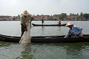 Rybacy w porcie w Kochi, w Indiach.