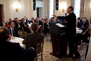 President Barack Obama beantwoordt vragen van de National Governors Association in de State Dining Room van het Witte Huis, 22 februari 2010.