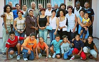 Een uitgebreide familie uit Zuid-Afrika met verschillende huidskleuren
