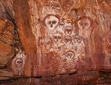 Aboriginal foto's bekend als Wandjina in de Wunnumurra Gorge, Barnett River, Kimberley, West-Australië.