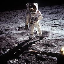 Buzz Aldrin de pé na lua em 1969