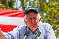 Sanders na shromáždění v Los Angeles, Kalifornie, květen 2016