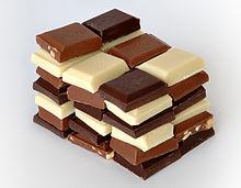 Witte, melk en pure chocolade snoepjes.