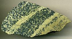 Ophiolietische serpentiniet uit Oostenrijk, oorspronkelijk uit de Proterozoïsche-vroeg-Paleozoïsche bovenmantel. Dit peridotietgesteente werd gemetamoposeerd in latere bergketens