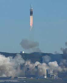 Le Delta IV Heavy avec NROL-49, un satellite espion top secret, décollant de la base aérienne de Vandenberg en Californie.
