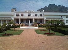Mandela verhuisde naar het presidentiële kantoor van Tuynhuys, Kaapstad.