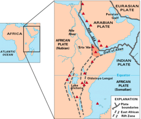 Mapa de localização do Triângulo Afar (a área sombreada no centro do mapa) e das zonas do Rift da África Oriental; os triângulos vermelhos mostram vulcões historicamente ativos