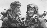 Edmund Hillary en Tenzing Norgay op weg naar de beklimming van Mount Everest op 29 mei 1953.